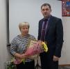 вручение Приветственного адреса с Днем рождения директору Тальменской СОШ №3, депутату РСНД Т.В. Лопатиной