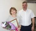 Вручение Приветственного адреса с Днем рождения заведующему экономическим отделом И.Г.Карпушкиной