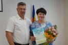 вручение Приветственного адреса с Днем рождения управляющему делами Администрации района Т.В. Денисовой