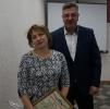 вручение Приветственного адреса с Днем рождения заведующему экономическим отделом Администрации И.Г. Карпушкиной
