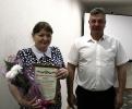 Вручение Приветственного адреса с Днем рождения главному специалисту финансового отдела Администрации Е.П.Олейник
