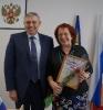 вручение Приветственного адреса с Днем рождения председателю Совета ветеранов организации ЖКХ  Л.П. Шахназарян