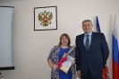О.В. Фелер - директор школы, депутат, с. Курочкино. Вручение Приветственного адреса.